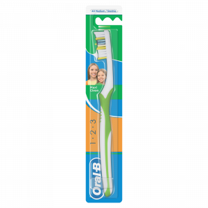 ORAL B četkica za zube 3 effect maxi clean 40 medium